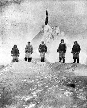 Робърт Пири твърди, че е стигнал Северния полюс на 6 април 1909 г.