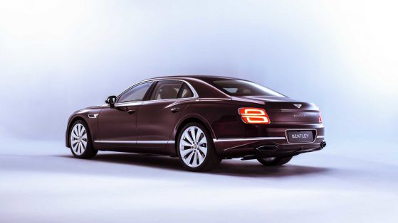 Новото Bentley Flying Spur: микс между лимузина и суперкар
