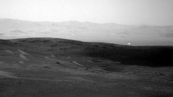Марсоходът Curiosity забеляза странни светлини на Марс