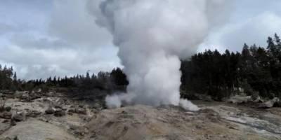 Гейзерът Стиймбоут в Йелоустоун е необичайно активен и не се знае защо (видео)