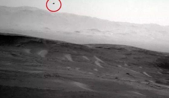 "Уфолози ""разкриха измама"" на НАСА: Орел лети над Марс (видео)"